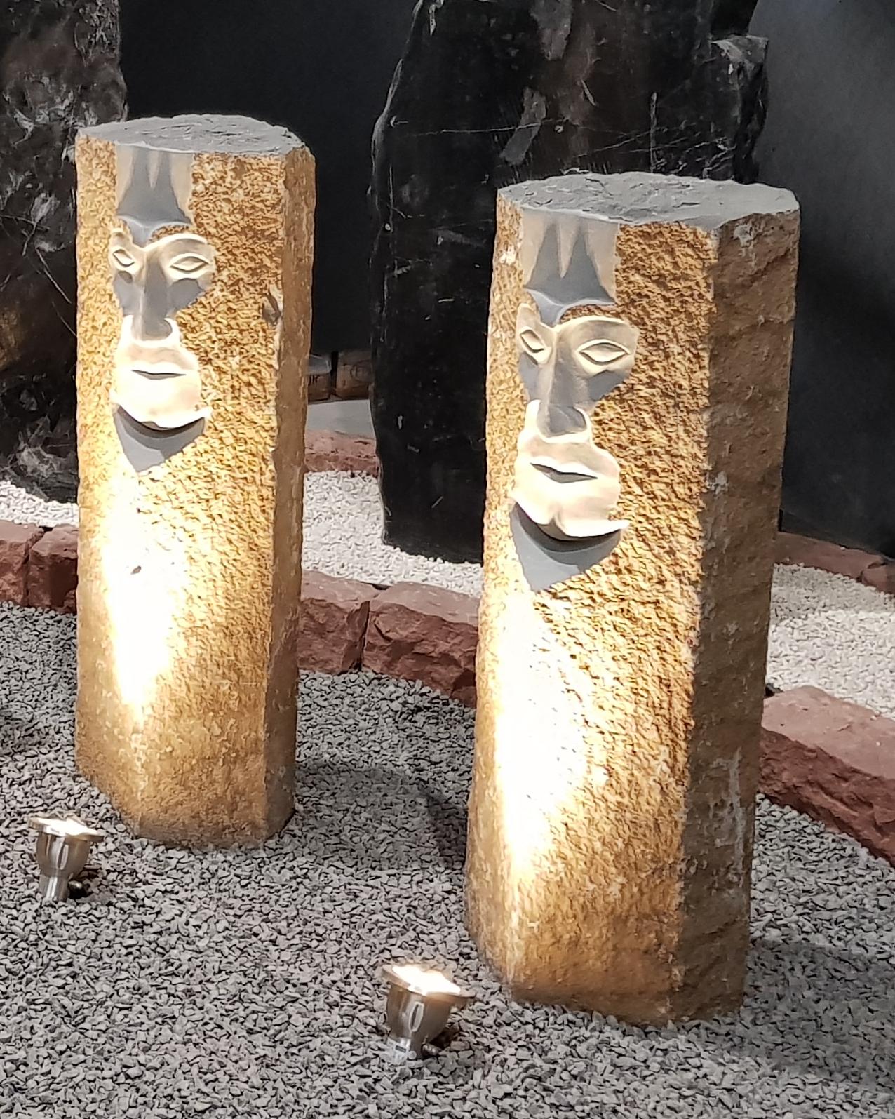Basaltsäule mit Gesicht ca.90cm H ca.30cm B
